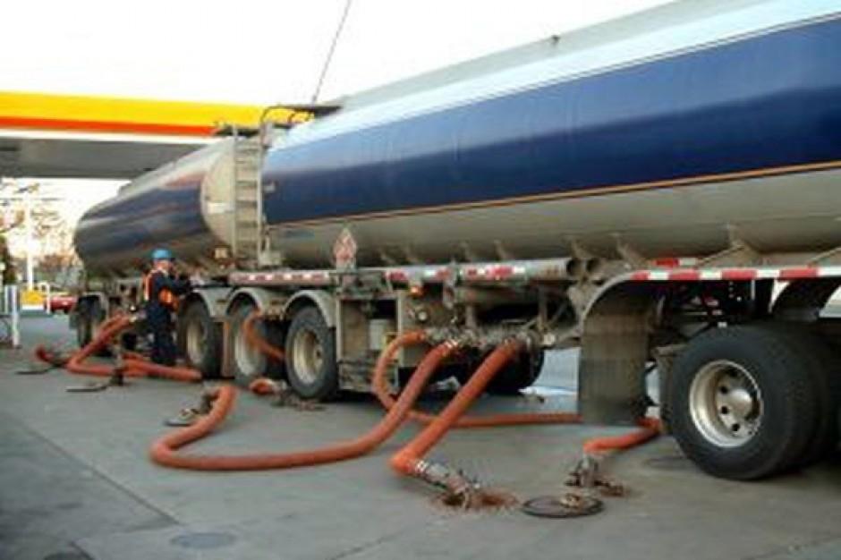 Ograniczenia dla ciężarówek w miastach zagrażają płynności dostaw paliwa