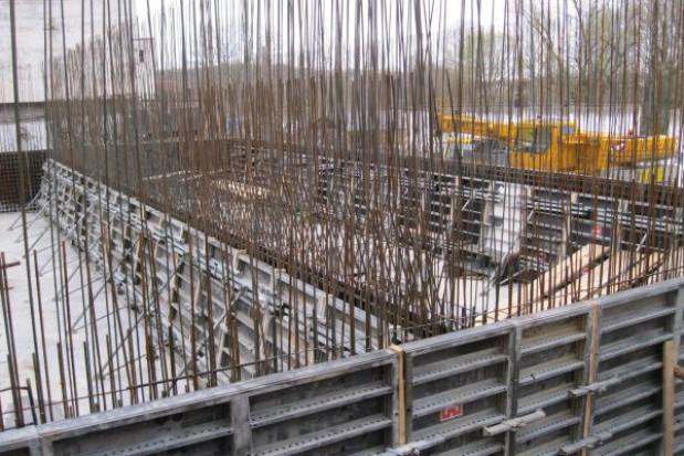 Praca przy budowie oczyszczalni w Nałęczowie wre