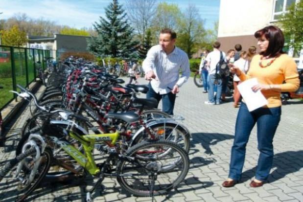 Rowerowy stojak dla szkoły w Lesznie