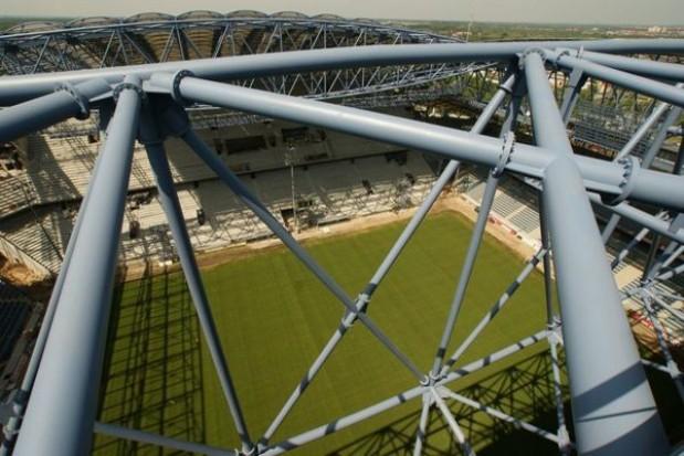 UEFA przejmuje polskie stadiony