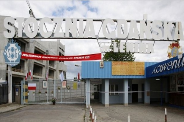 Zrekonstruowana historyczna brama nr 2 już w Stoczni Gdańskiej