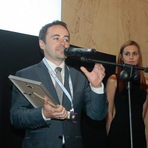 Michał Olszewski, wiceprezydent Warszawy odbiera nagrodę za Centrum Nauki Kopernik w Warszawie