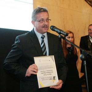 Wiceprezydent Krakowa, Tadeusz Trzmiel odbiera nagrodę za Lamusownię w Krakowie