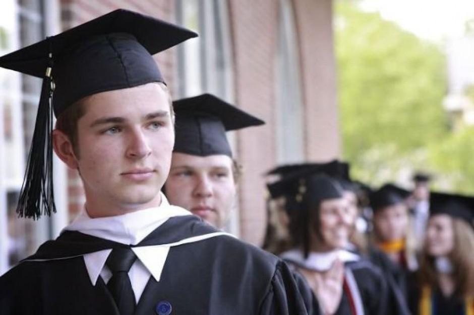 Młodzi Polacy wolą pracować za granicą