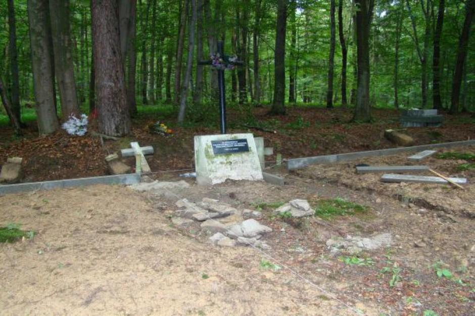 Prace na cmentarzu w Jaszczwi i Potoku