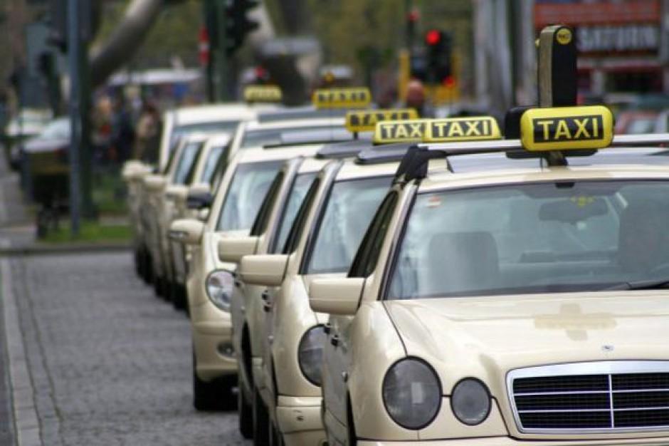 Taksówkarze z licencją