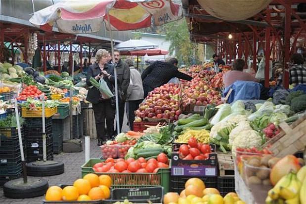 Z bazaru do hali targowej