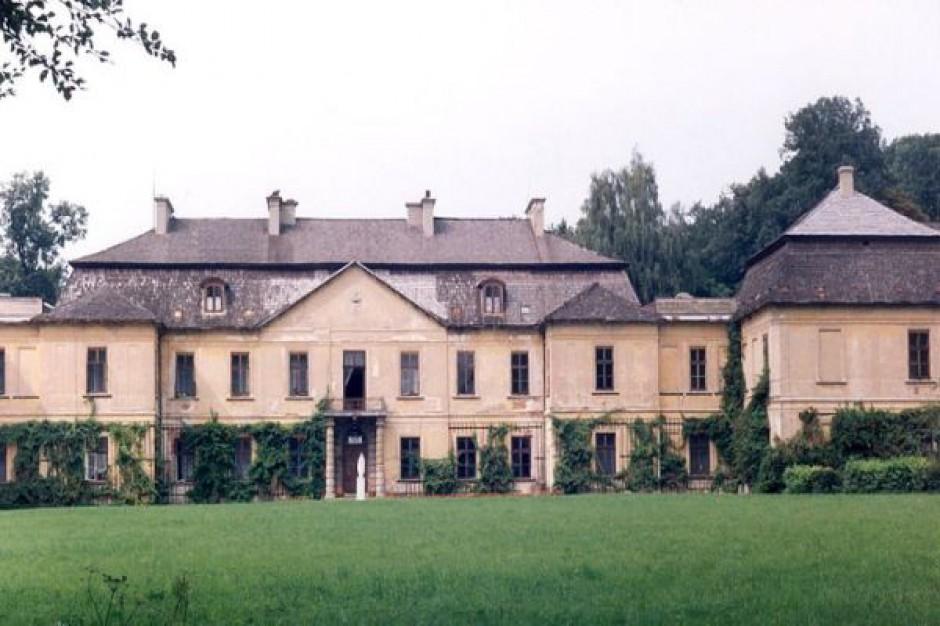 Pałac Zamoyskich wciąż na sprzedaż