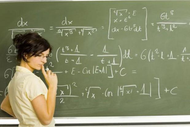 Zarobki niektórych nauczycieli dzieli przepaść