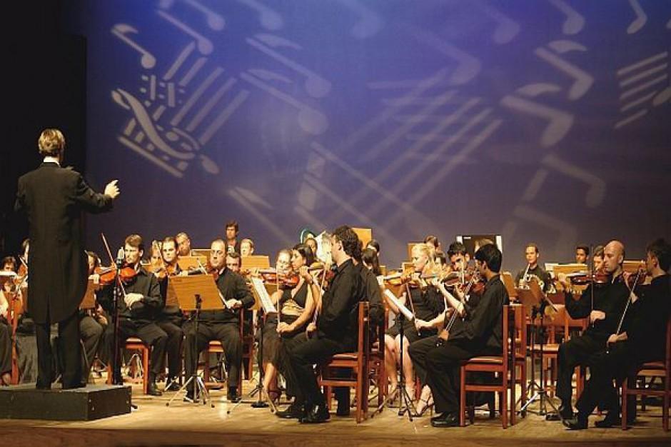 Dublowanie etatów w operze
