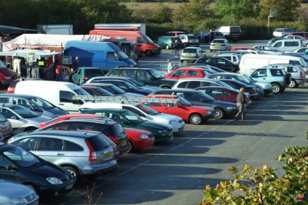 Samorządy winne miliony złotych za parkingi