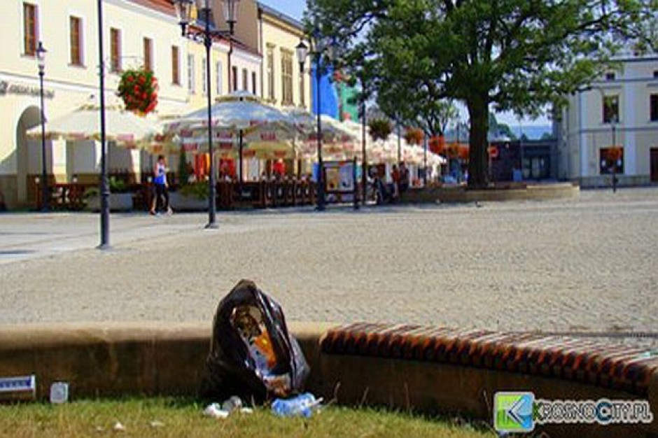 W Krośnie za śmietnik służą klomby
