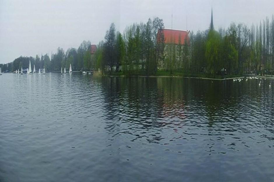 Zakaz kąpieli w jeziorze Trzesiecko