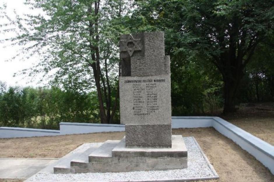 Odsłonięto tablicę upamiętniającą zagładę Żydów w Wieliczce