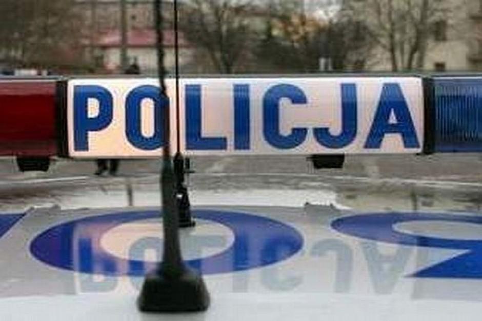 Policja namierza gadających przez komórkę
