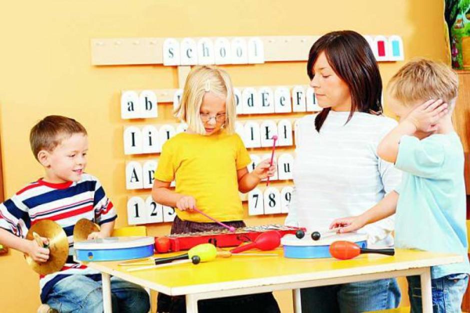 Rodzice dzieci z autyzmem pikietowali pod MEN