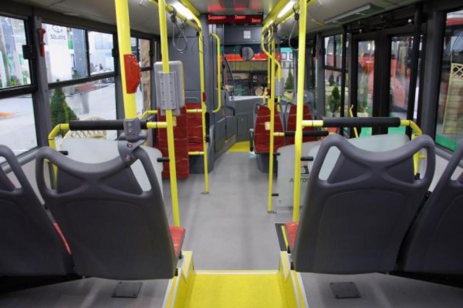 Spada sprzedaż nowych autobusów