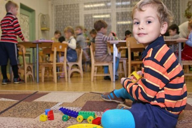 W przedszkolach chaos, a czesne w górę