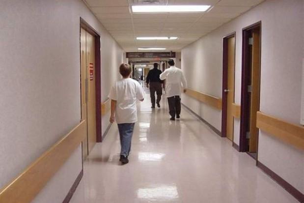 Efektywne zarządzanie receptą na długi szpitali