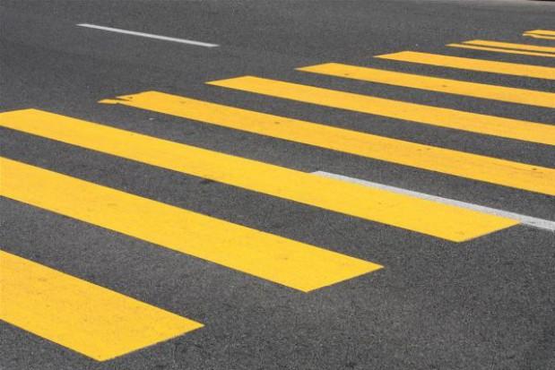 Tablica dla władz za zbudowanie przejścia