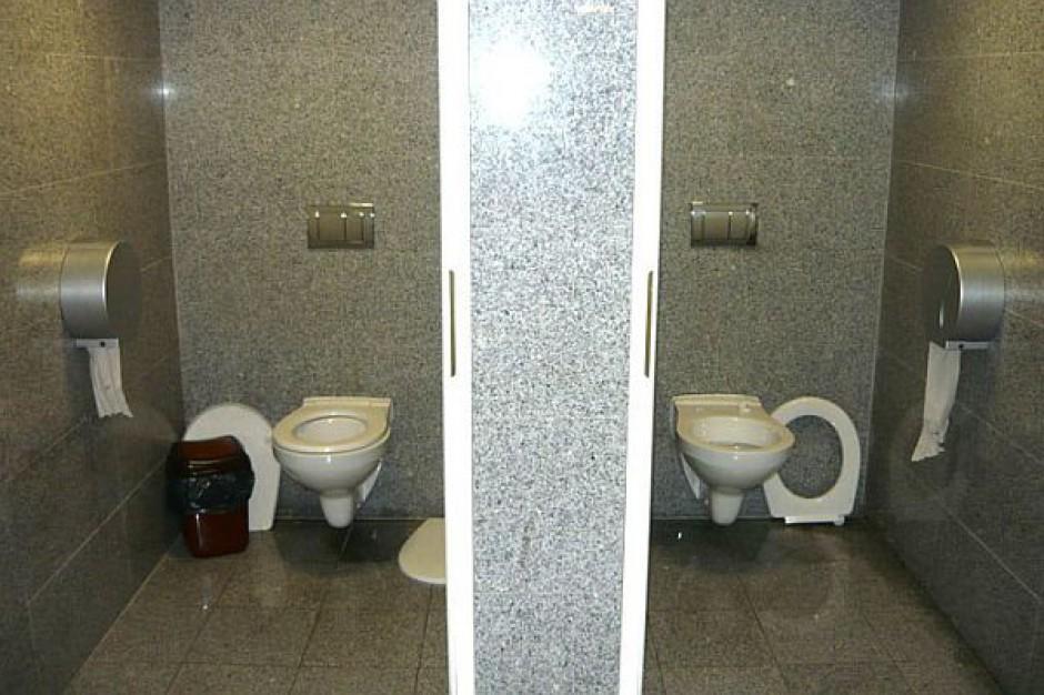 Zniszczone toalety publiczne w Swarzędzu