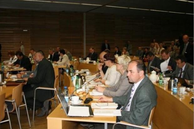 Burzliwa sesja sejmiku ws. finansów regionu