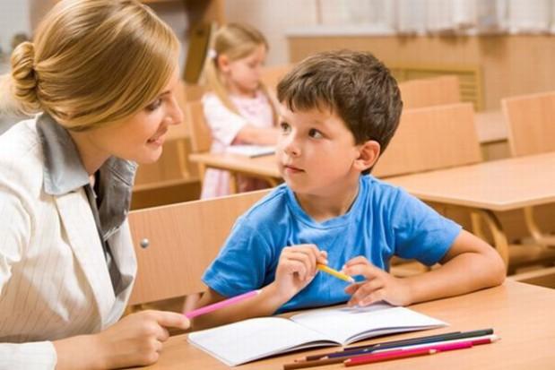 Czas pracy psychologów i logopedów szkolnych