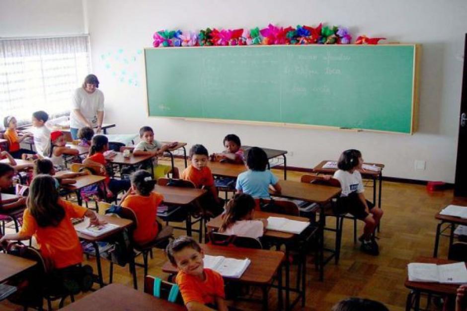 Dyrektorzy szkół szantażują rodziców