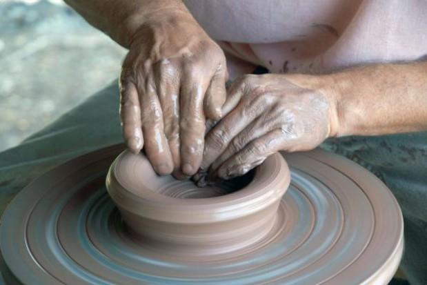 Pokaz średniowiecznych metod wypalania ceramiki w świętokrzyskim