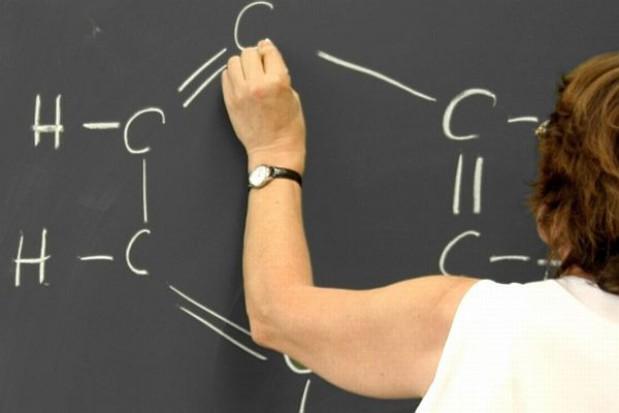 Nauczyciel może dorabiać poza szkołą