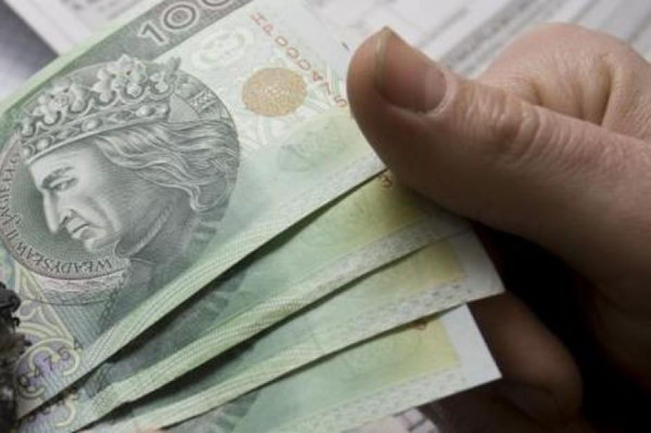 3713 zł - przeciętne wynagrodzenie w 2013 r.