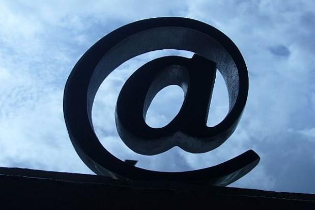 Marszałkowie rozpisują przetargi na internet