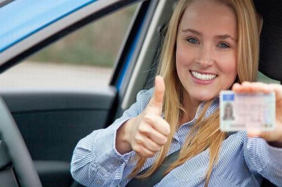 Toczy się walka o e-prawo jazdy