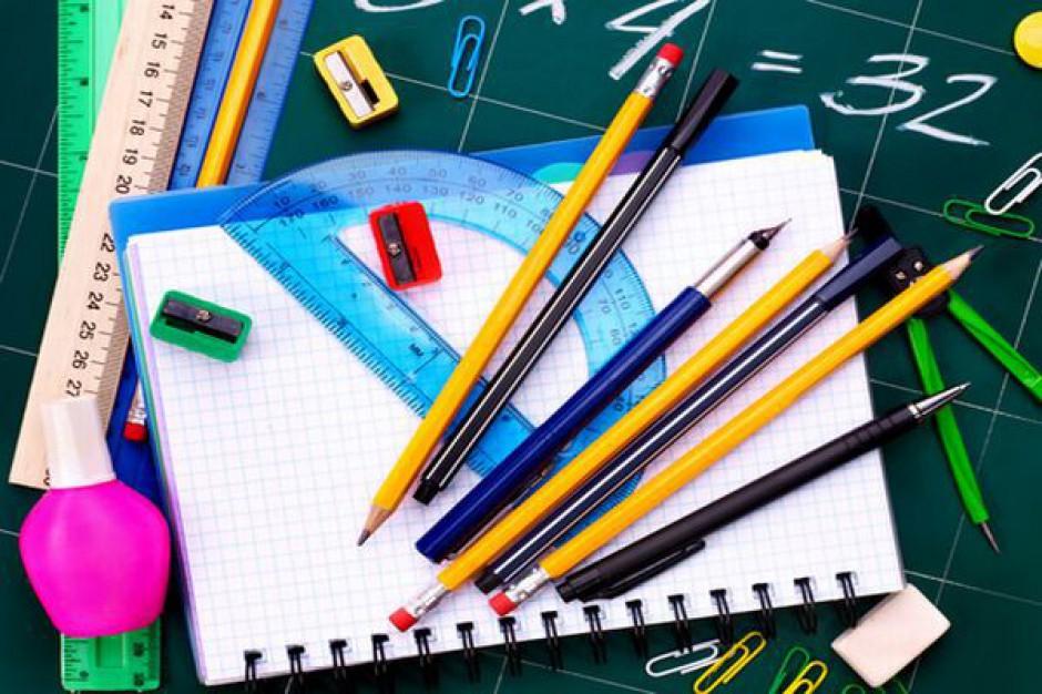 Dwunastu nauczycieli dla ośmiu uczniów
