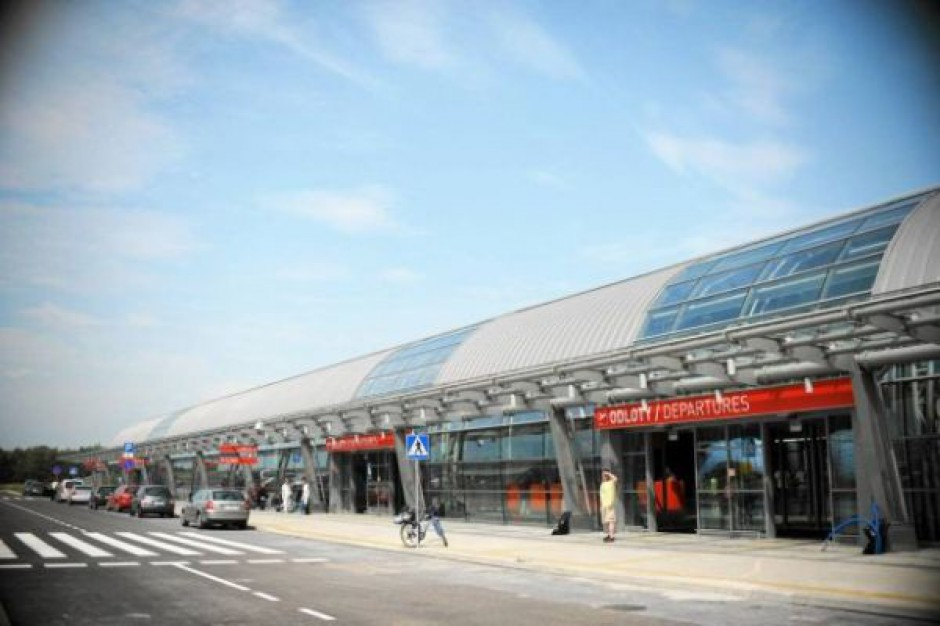 Samorządowcy chcą pomóc lotnisku w Modlinie