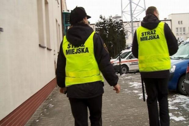 Strażnicy zrywali plakaty wyborcze