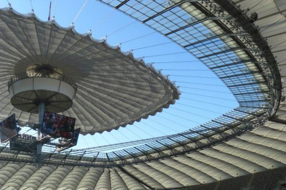 Dach Stadionu Narodowego nie lubi zimy