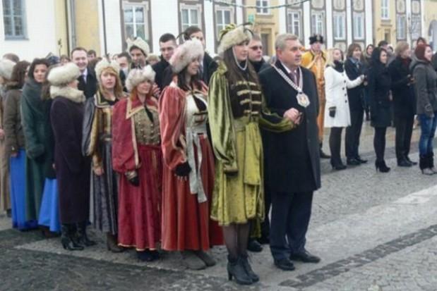 Prezydent Białegostoku zatańczył na rynku poloneza