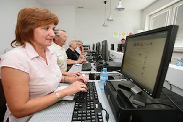 Przeszkolą starszych pracowników socjalnych