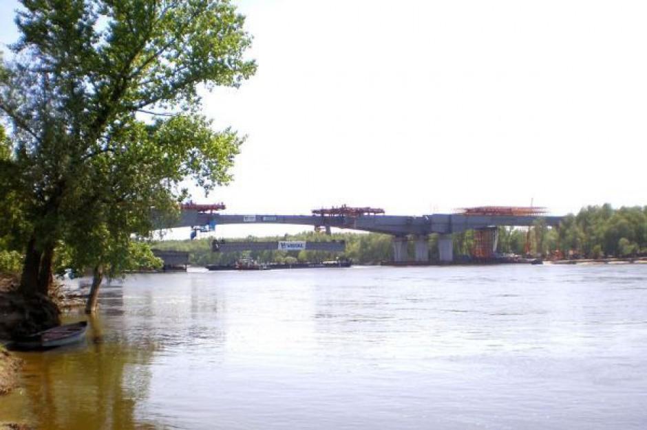 Warszawskie tramwaje na moście Skłodowskiej-Curie