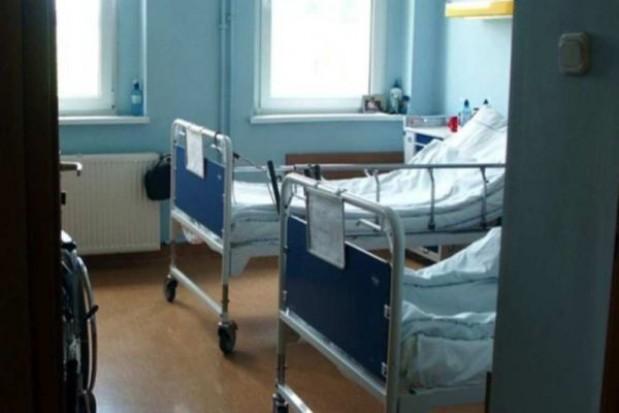 Łączenie oddziałów sposobem na długi szpitali
