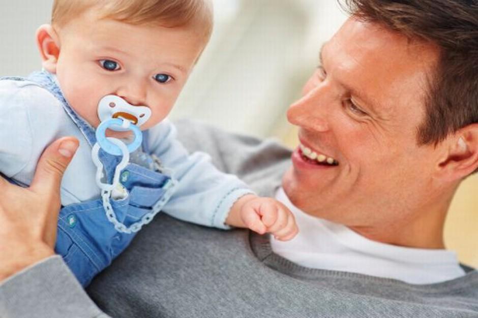 Ojcowie coraz częściej na urlopie