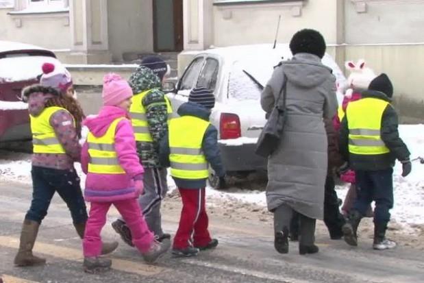 Te przedszkolaki będą widoczne na drodze