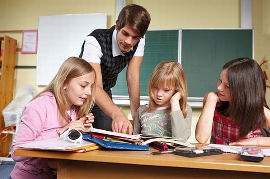 Gwałtownie ubywa nauczycieli