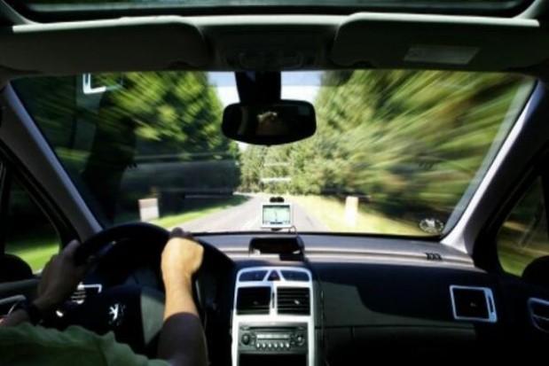 Mniej osób zdaje egzaminy na prawo jazdy