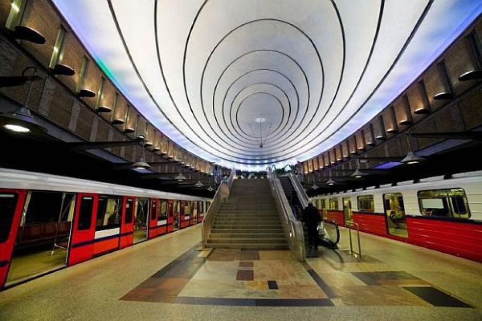 Metro z opóźnieniem