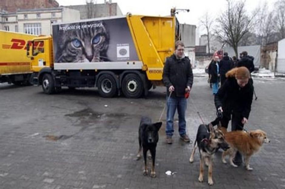 Śmieciarki z wizerunkami psów i kotów