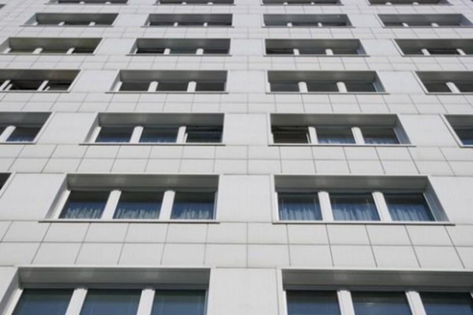 Mieszkańcy lokali przy Targowej w Warszawie przeniosą się do hotelu