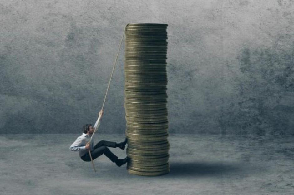 Pracodawcy zalegają z wypłatami. Zobacz ile w jakim województwie