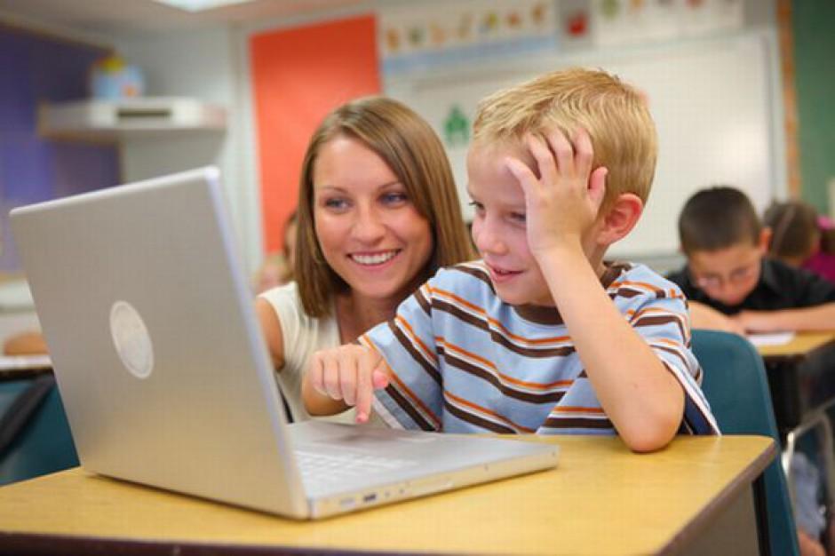 Komputery i internet dla 22 szkół z Częstochowy
